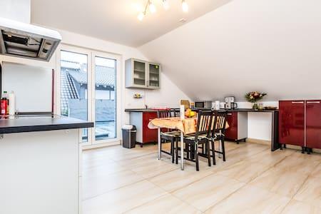 83 Design Wohnung in Köln Rath - Leilighet