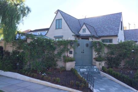 American Homestay Coronado - 단독주택