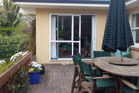 Large, sunny double room quiet area