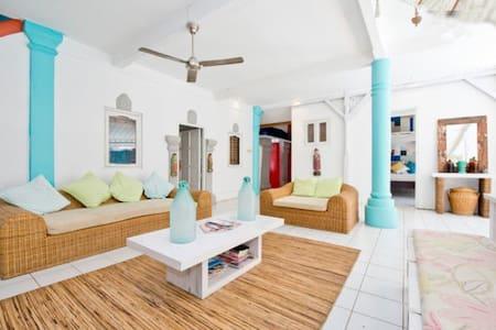 Room type: Entire home/apt Property type: Villa Accommodates: 16+ Bedrooms: 7 Bathrooms: 4.5