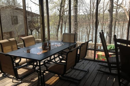 Treehouse on the lake - Westminster - Casa