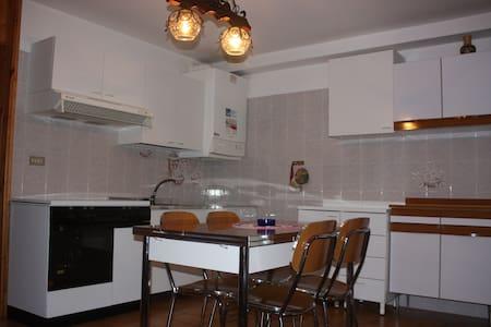 BELLISSIMO APPARTAMENTO IN MONTAGNA - Periasc - Apartment