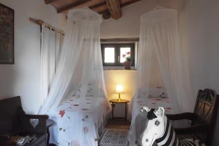 Beautiful Double in La Cantina! - Gubbio - Aamiaismajoitus