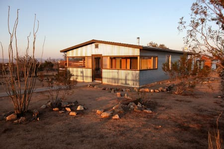 Western Modern Desert Retreat - Joshua Tree - Maison