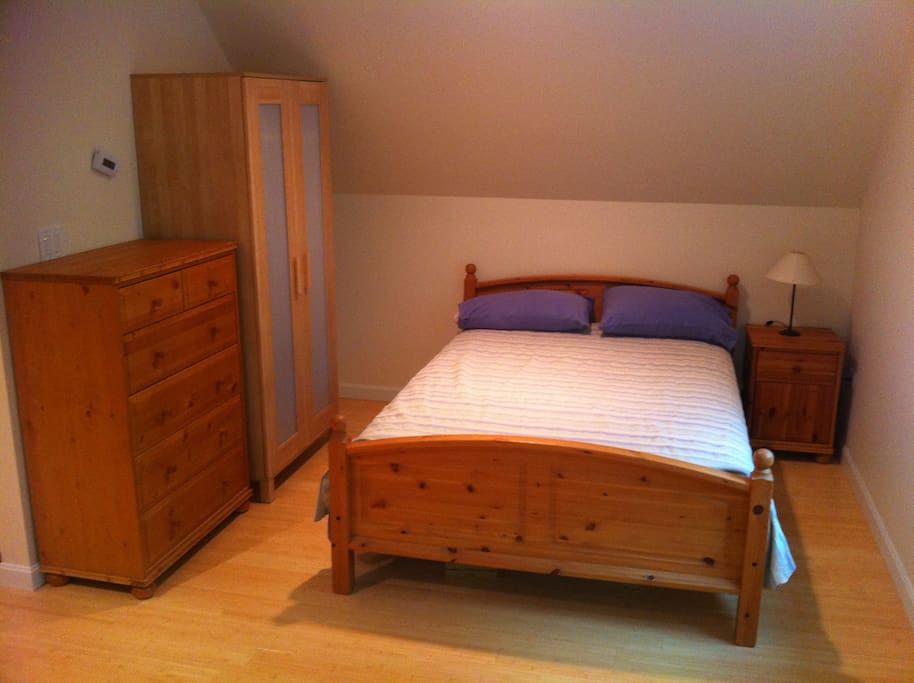 Full bed with night stand, dresser, and simple closet