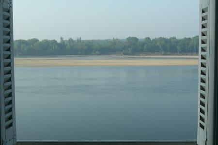bel appartement vue sur Loire - Byt