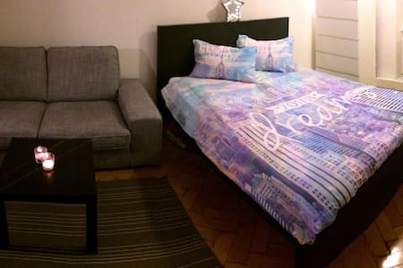 Gorgeous Room in Unbeatable Location! - Innsbruck - Appartement