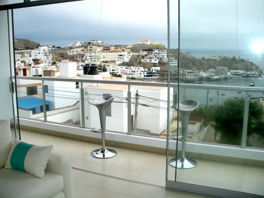 Beautiful Waterfront Apartment