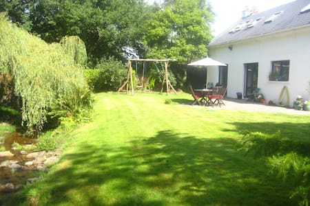 Lovely country cottage , convenient - Carrigaline - Casa