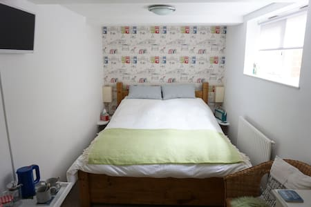 En-Suite Seaside Double Room - The City of Brighton and Hove - アパート
