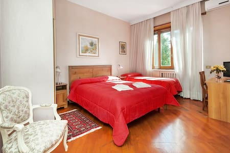 Kosher B&B The Home in Rome 1