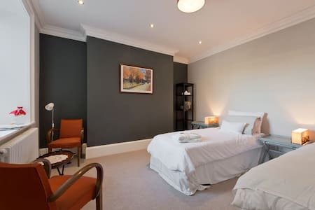 LUXURIOUS DBLE/TWIN ROOM NEAR C.C.IN PERIOD HOME - Dublin - House