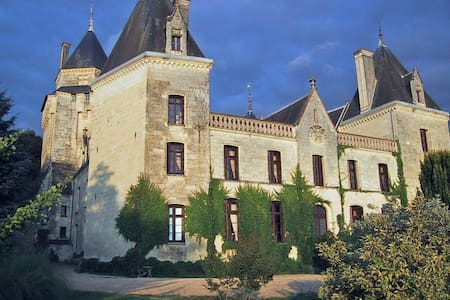 Arsac room in the castle - Bed & Breakfast