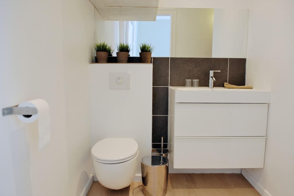 bathroom with sink, toilet and shower
