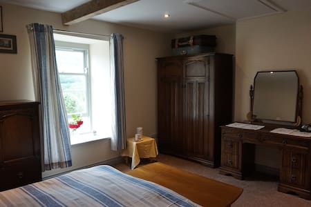 Spacious ensuite room with scenic Swaledale views - Gunnerside - House