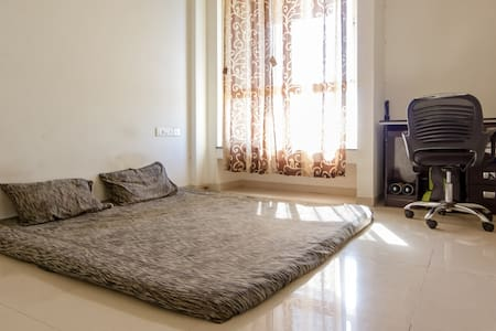 Top Floor Sunset House with Hill view - Pune - Appartamento