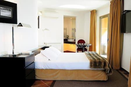 Double Room 407  - Bed & Breakfast