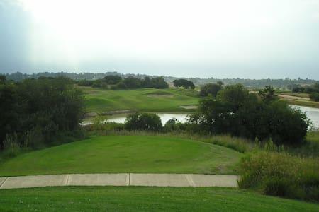 Apartment in Golf Course estate - Apartment
