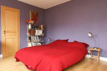 Chambre calme chez l'habitant - Vaucresson - Dům