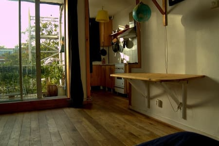 ArtRoom and own kitchen, bike incl! - Appartement