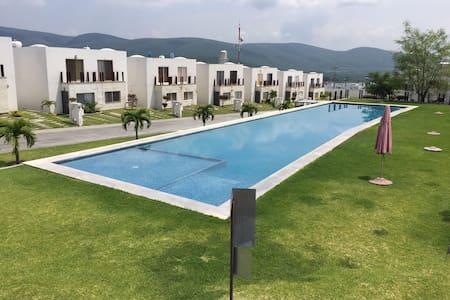 Casa para descansar con alberca a 20min Cuernavaca - House