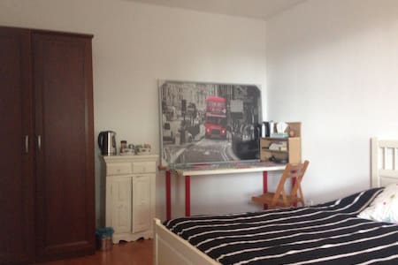Spacious Private Room & Free WIFI - Apartment