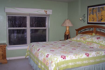 Cozy Suite, Route 6 near Riverwalk - Byt