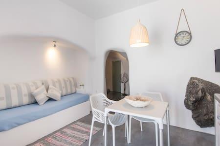 Verina Cave Suite - Naftilos Houses - Finikia - Haus