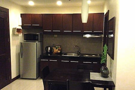 1 Big Bdrm EDSA QC MRT Condo - Wohnung