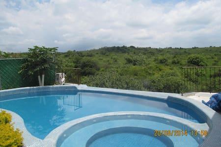 Casa con Alberca, Palapa y Jardin - Oaxtepec - Huis