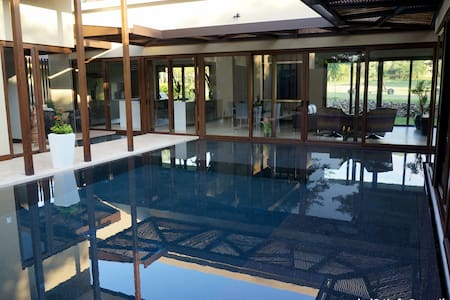 A modern and cozy place in one of the most luxurious locations in Guanacaste. This oasis has a fully equipped gourmet kitchen, an amazing pool, spectacular architecture in each room and a lot space to entertain with family or friends.