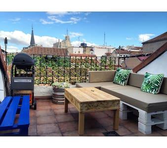 Ático con Terraza en Pleno Corazón de Malasaña - Madrid - Apartment