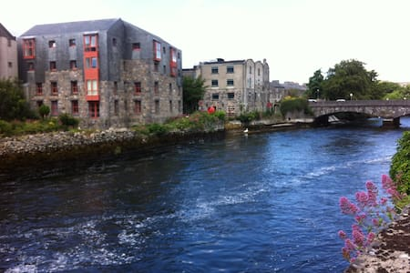 The Granary Suites, a rebuilt grain mill, offers luxury holiday accommodation, with self-catering two bedroomed apartments on the River Corrib, with breathtakingly beautiful river & sea views, conveniently located in the heart of Galway's City Centre