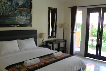 Nusa Penida Beach Front Hotel - Nusapenida - Wikt i opierunek