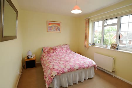 Bright Double in Lovely Chigwell - Huis