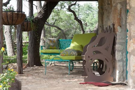 Casita ~ Hill Country Cottage - Bulverde - Bed & Breakfast