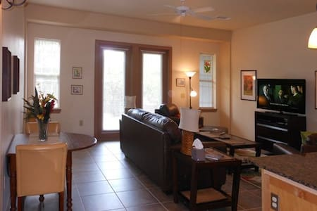 Affordable Luxury Couples' Retreat  - Apartment