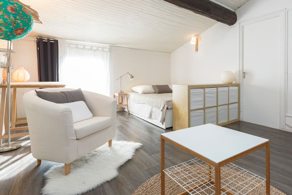 Chaleureux appart en plein centre appartements louer for Appart city avignon