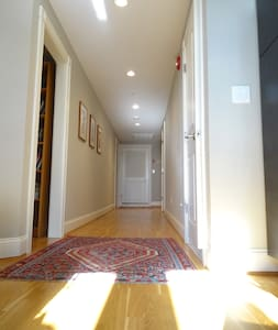 Deluxe Penthouse Apt. mins to Yale - Apartment