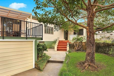 Perfect house for a small family - Allambie Heights