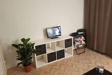 Studio équipé avec balcon à 2 minutes de la Suisse - Daire