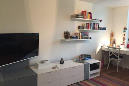 Ruhiges, gemuetliches Zimmer - Lägenhet