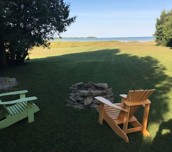 Waterfront Lake Huron Cottage - Srub