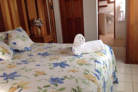 ALL FEMALE DORM WATERVIEW - Benque Viejo Del Carmen - Dormitorio compartido