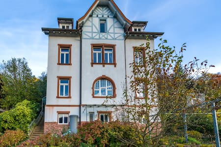 Doppelzimmer + eigenes Bad in alter Vorstadtvilla - Neckargemünd - House