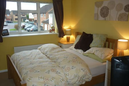 2 Bed End Terrace -  Gold Cup Week - Gloucester - Casa