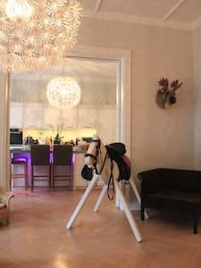 Cosy room in huge app in Eppendorf - Bed & Breakfast