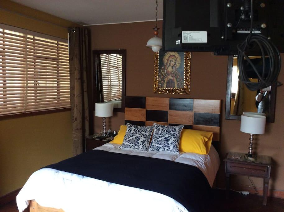 QUEEN BED X 2 + BREAKFAST TV & WIFI