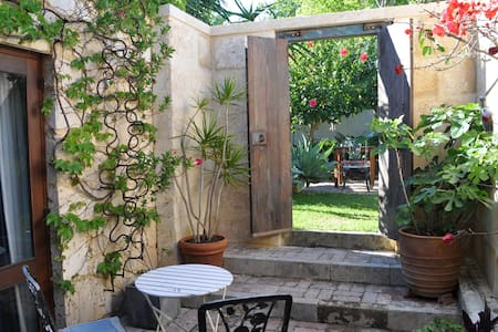 A unique art and garden retreat. - South Fremantle