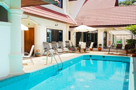 3 Person Room + Pool in Patong!